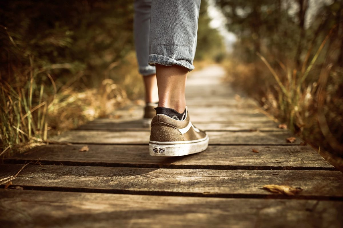 8 Notable Benefits of Brisk Walking